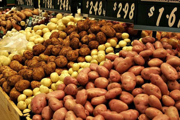 800px-Various_types_of_potatoes_for_sale