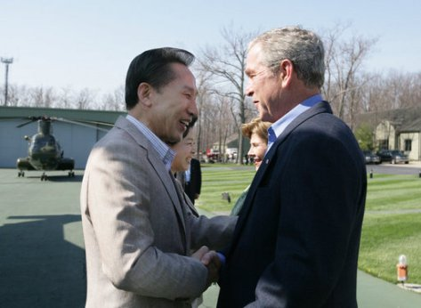 Bushes_greet_South_Korean_President_Lee_Myung-bak