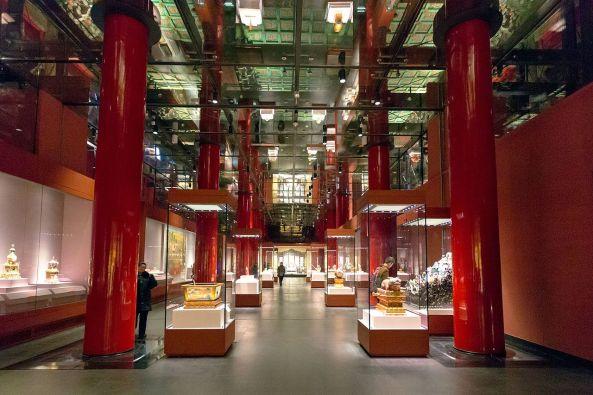 Meridian_Gate_(Forbidden_City)_West_wing_interior_2015_December