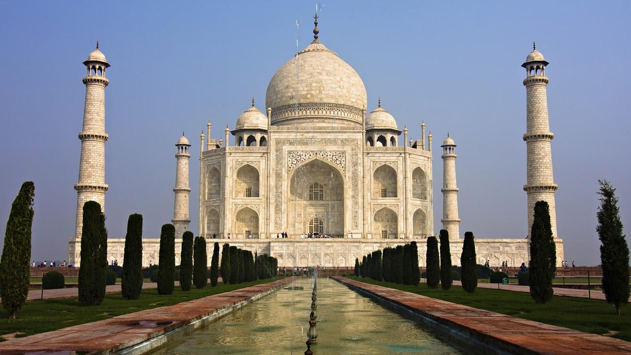 1280px-Taj_Mahal_in_March_2004