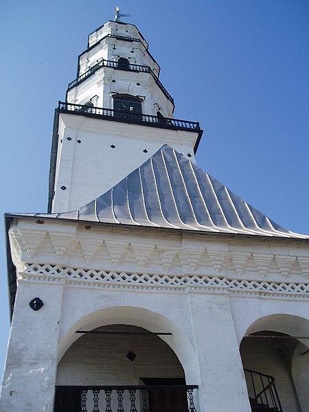 450px-Nevjansk_tower_ground_upwards_view