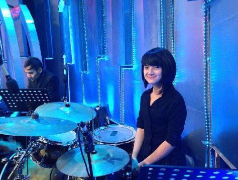 drummer ini manisnya keterlaluan bikin cowok pengen jadi cymbalnya