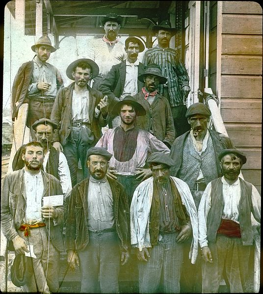 536px-Spanish_laborers_on_Panama_Canal_in_early_1900s