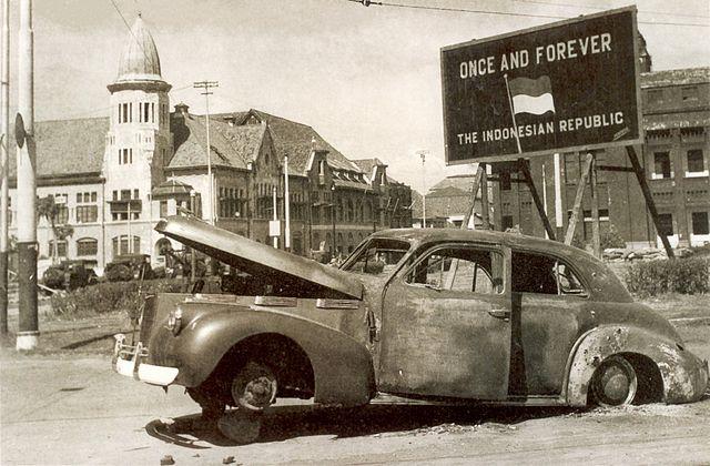 640px-IWM-SE-5865-Brigadier-Mallaby-burnt-car-194511