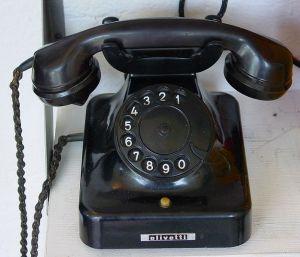 698px-Alt_Telefon