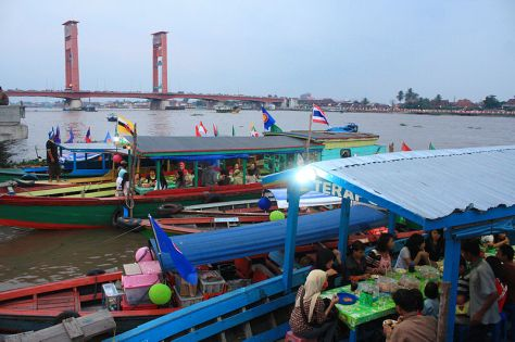 800px-Ampera_Bridge_at_Late_Afternoon,_Palembang