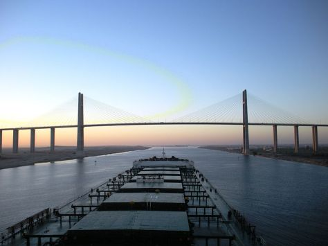 800px-Capesize_bulk_carrier_at_Suez_Canal_Bridge