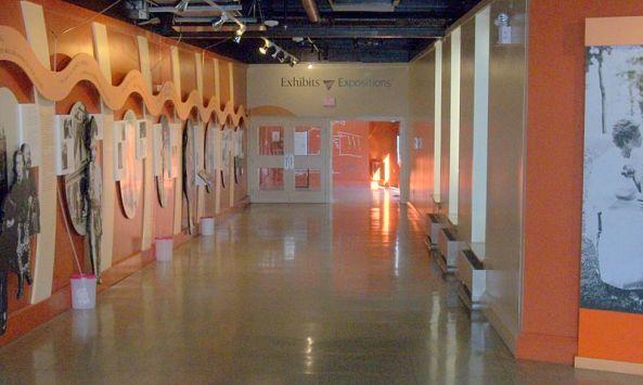 800px-Grahambellmuseumcorridoor
