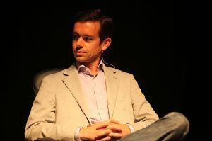 800px-Jack_Dorsey_-_TechCrunch_Real-Time_Stream_Crunchup_-_2009