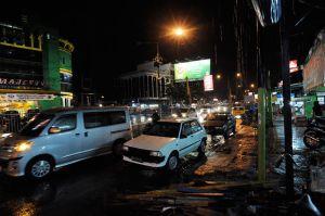 800px-Medan-night_09N8510