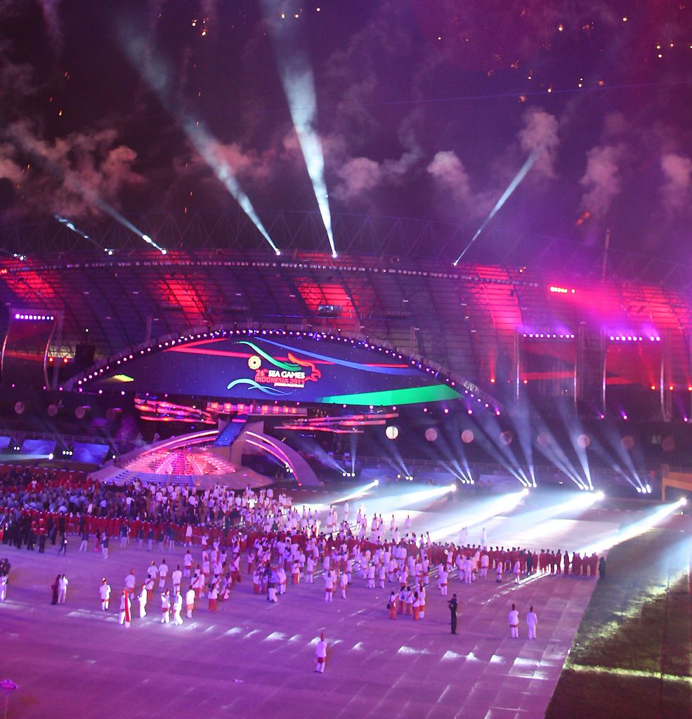 985px-SEA_Games_2011_Opening_Ceremony,_Palembang,_Indonesia_2011-11-11_cropped