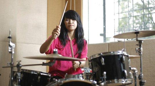 Adisty-Drummer-Paling-Cantik-Indonesia-oleh-SegiEmpat