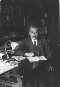 Albert_Einstein_photo_1920