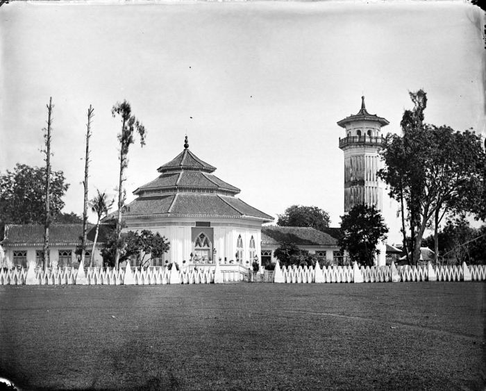COLLECTIE_TROPENMUSEUM_Moskee_Surabaya_Java_TMnr_10016739
