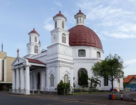 Exterior_of_Blenduk_Church,_Semarang,_2014-06-18