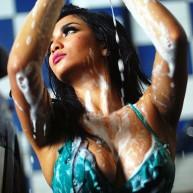 Galeri Foto Seksi Siva Aprilia Car Wash