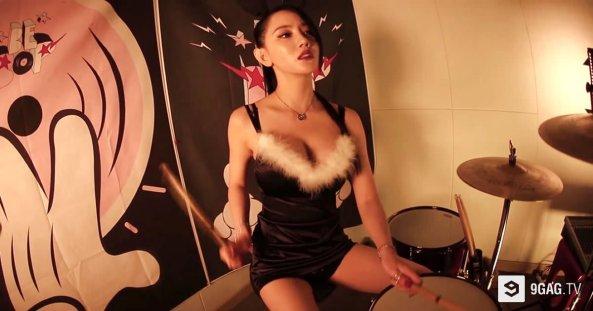 hot-korean-girl-drummer-bebop-a-yeon-k-pop-sexy-youtube-video-5
