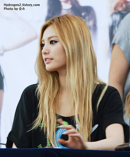 Nana_at_Yeongdeungpo_Times_Square_Hottracks_fan_event02