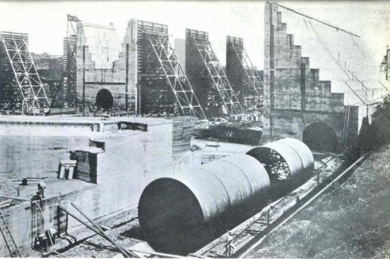 Panama_Canal_Lock_Forms