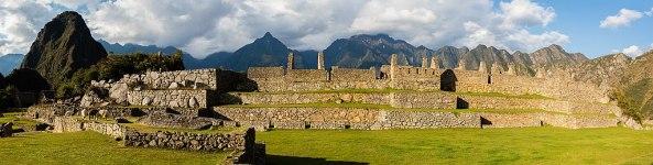 1024px-Machu_Picchu,_Perú,_2015-07-30,_DD_61-64_PAN