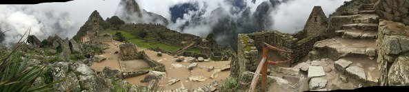 1280px-Machu_Picchu_Up-close_Panorama