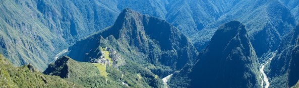 1280px-Peru_-_Machu_Picchu_038_-_lush,_rugged_valley_(7367125008)