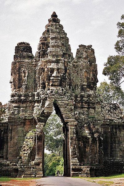 399px-Angkor_Thom_Porta_Sud_interior