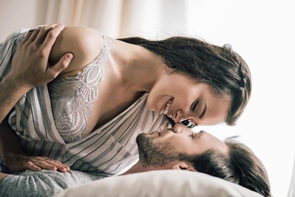 6-Gerakan-Foreplay-Seksi-untuk-Menggoda-Istri