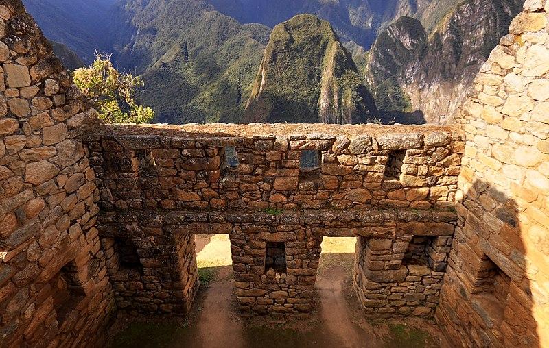 800px-124_-_Machu_Picchu_-_Juin_2009