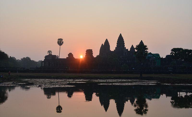 800px-Angkor_sunrise