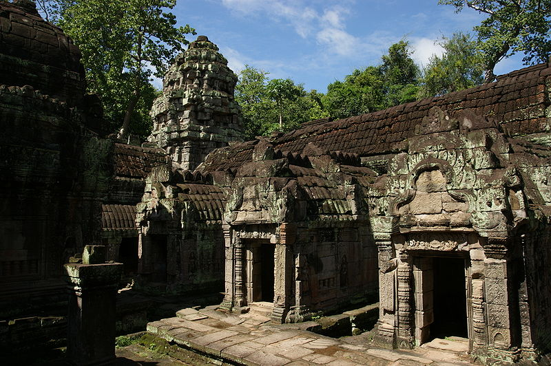 800px-Preah_Khan_temple_ruins_(2009)