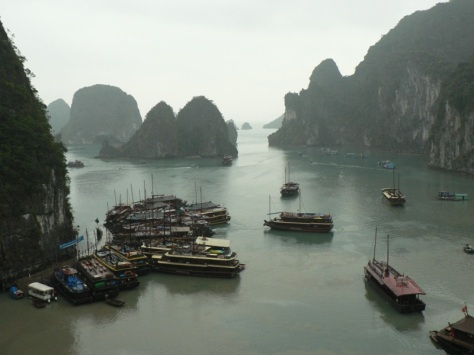 Ha_Long_Bay_with_boats