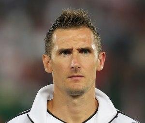 708px-FIFA_WC-qualification_2014_-_Austria_vs._Germany_2012-09-11_-_Miroslav_Klose_01