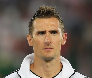 708px-FIFA_WC-qualification_2014_-_Austria_vs._Germany_2012-09-11_-_Miroslav_Klose_01