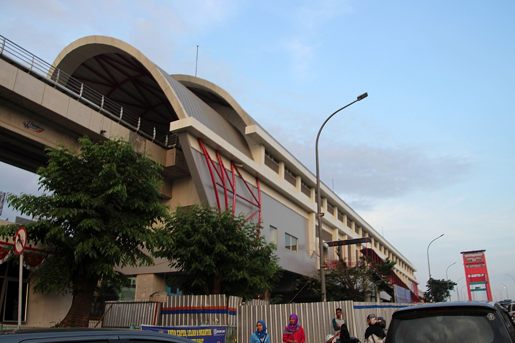 1024px-LRT_Palembang_Ampera_Station