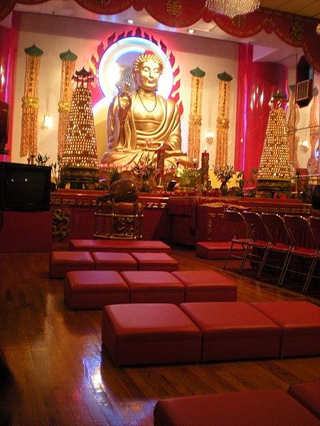450px-Buddhist_Temple,_Chinatown