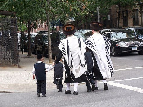 640px-Jueus_ultraortodoxes_satmar_a_brooklyn