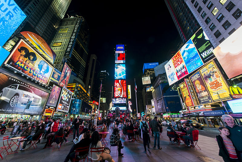 800px-1_times_square_night_2013