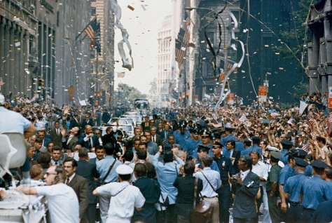 800px-Apollo_11_ticker_tape_parade_2