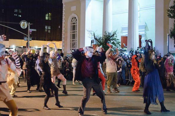 800px-Greenwich_Village_Halloween_Parade_(6451249051)