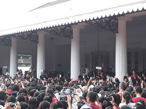 800px-Singing_Protest_for_Ahok