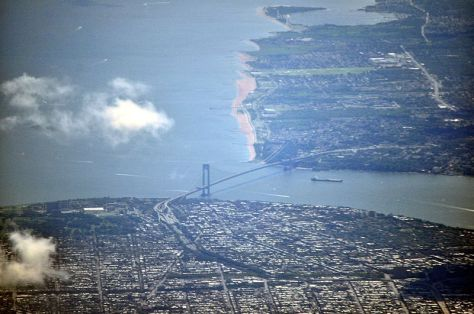 800px-Verazzano_Narrows_Bridge_aerial_01_-_white_balanced_(9457282678)