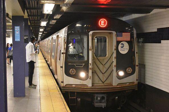 R160A_E_Train_entering_World_Trade_Center