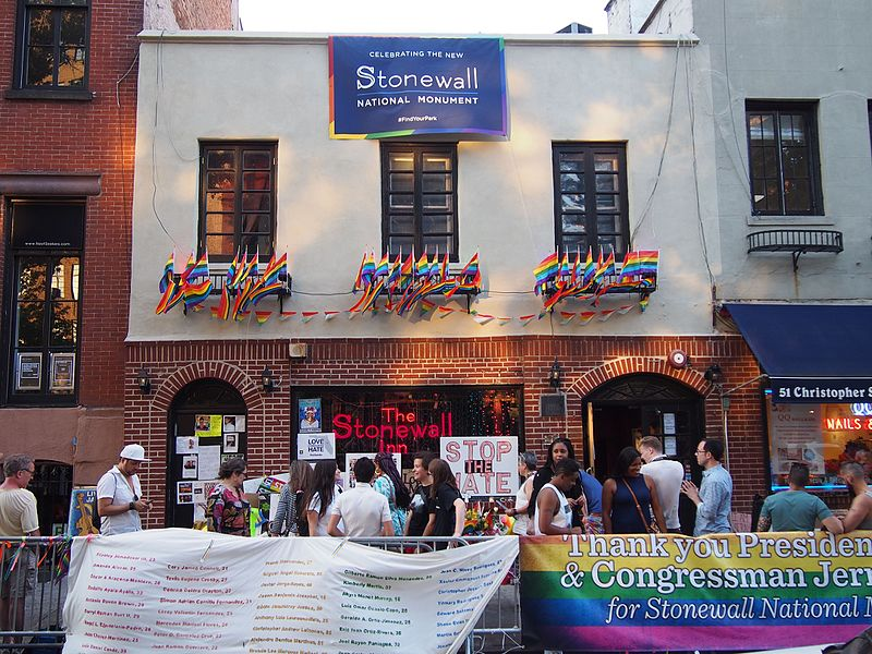 Stonewall_Inn_5_pride_weekend_2016