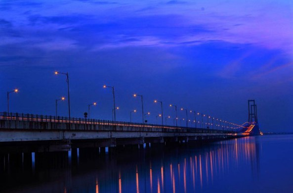 1. Panorama jembatan Suramadu
