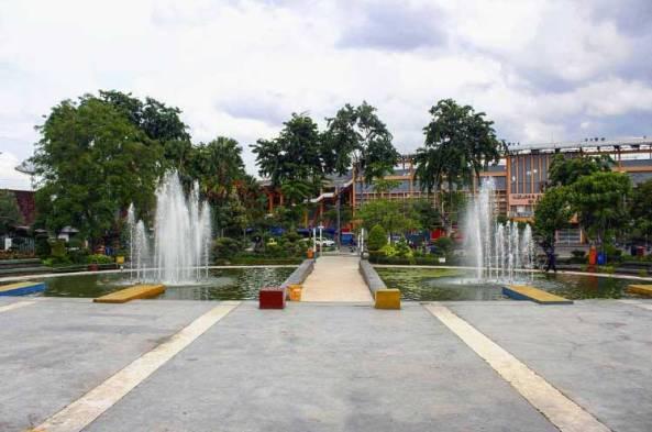 24. Taman Mundu di Surabaya