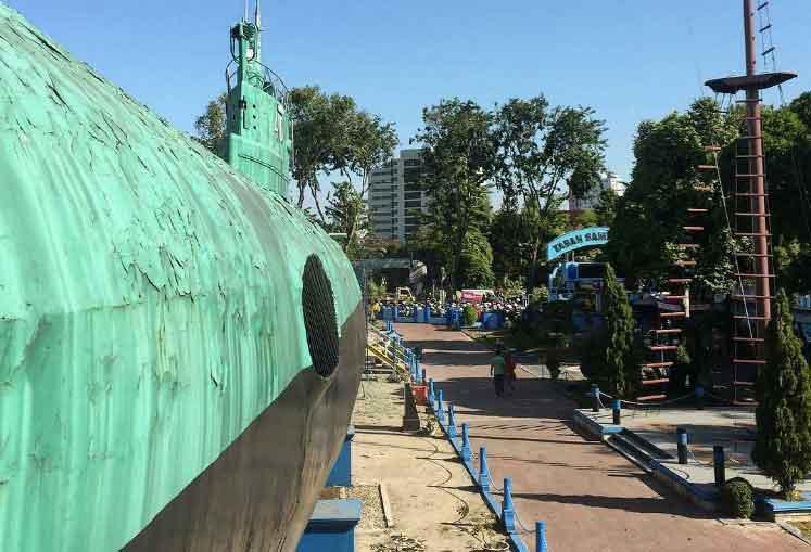6. Monumen Kapal Selam yang Bersejarah