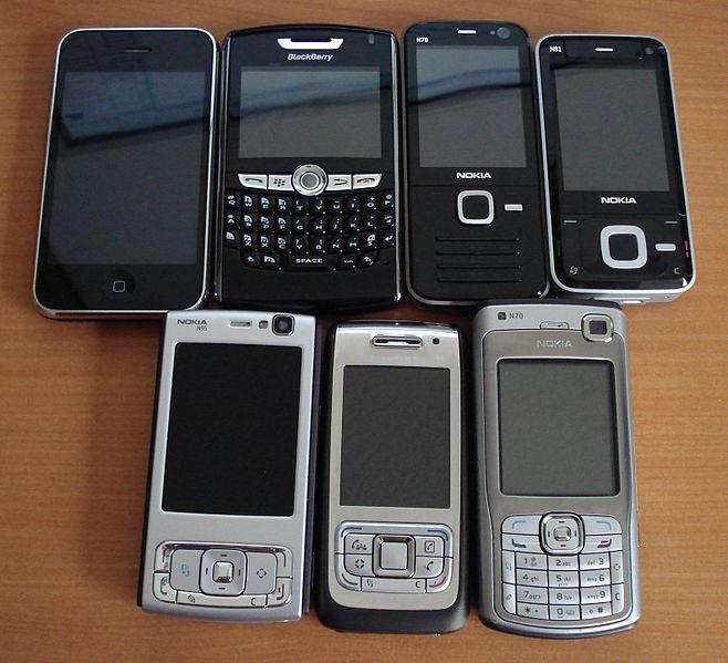 658px-Assorted_smartphones